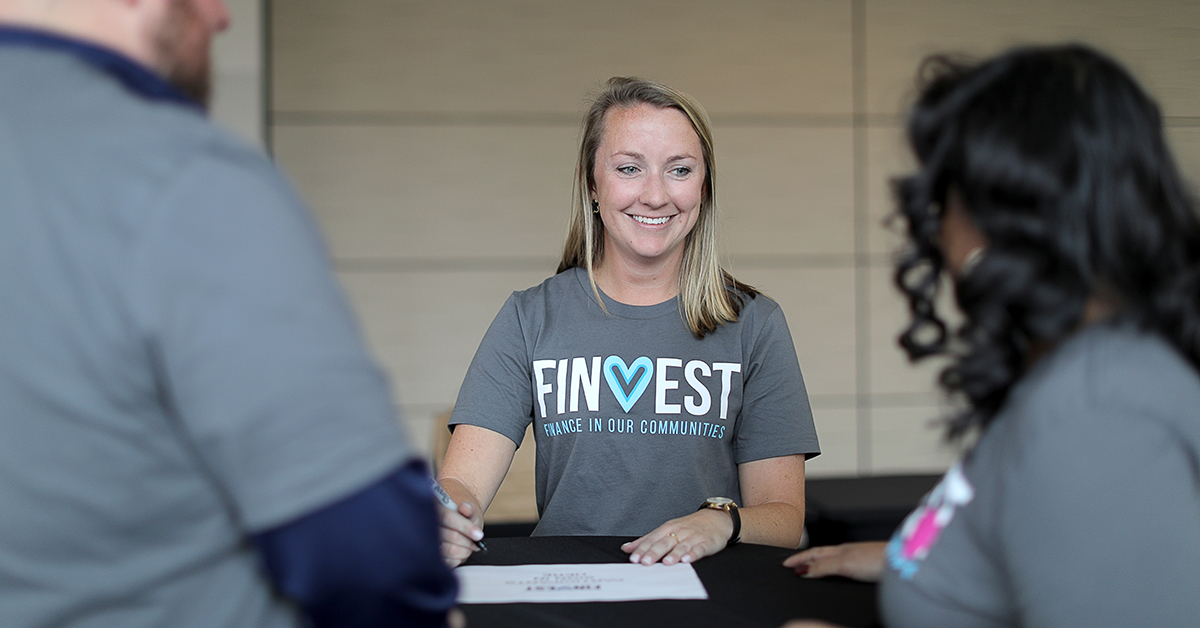 Shannon talking with team in Finvest shirt