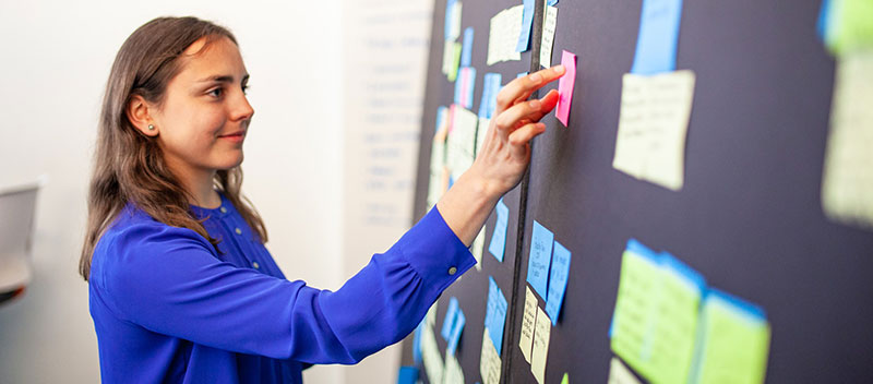 women developing her personal brand through a design thinking exercise