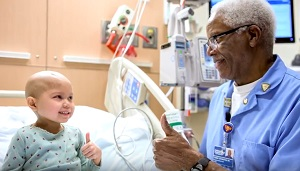 Beloved CHLA nurse Tommy Covington works his last shift after 46 years.