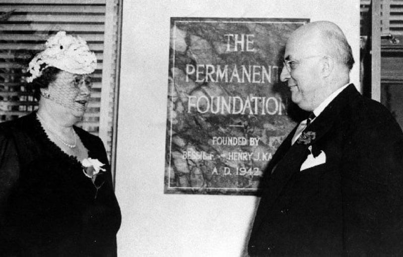Henry J. Kaiser and Bess Kaiser at dedication of Oakland Hospital and Permanente Foundation