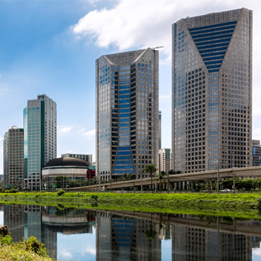 Hallmark cross-canal view of São Paulo's central business district, home of Laureate's regional office in Brazil